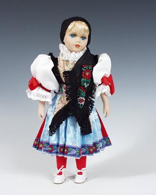 Chodka , muñeca  en trajes nacionales