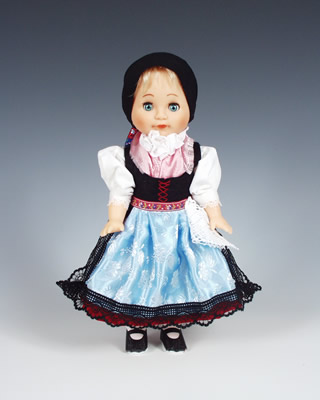 Doudleby, muñeca  en trajes nacionales