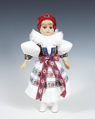 Hanacka , muñeca  en trajes nacionales