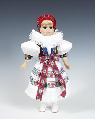 Hanacka muñeca en trajes nacionales