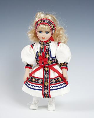 Kopanice , muñeca  en trajes nacionales