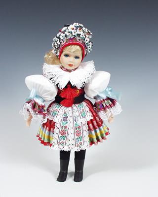 Novia Vlcnov, muñeca en trajes nacionales