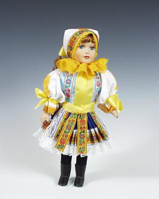 Piestany, muñeca en trajes nacionales