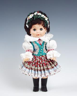 Strananka muñeca en trajes nacionales