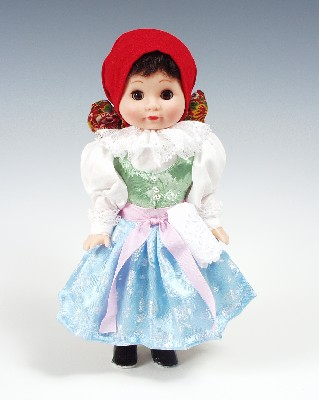 Straznicanka muñeca en trajes nacionales