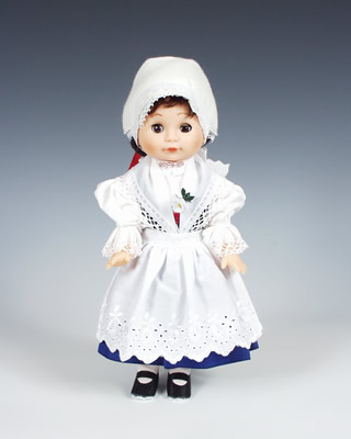 Telc muñeca en trajes nacionales