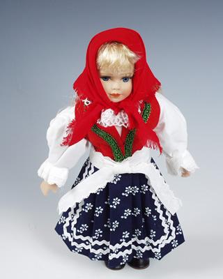 Valaska muñeca en trajes nacionales