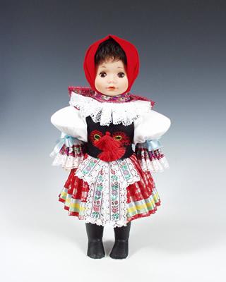 Vlcnov muñeca en trajes nacionales