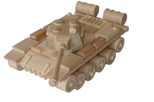 Tanque ruso de madera